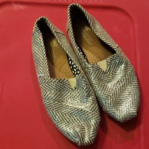 TOMS SILVER SIZE 8